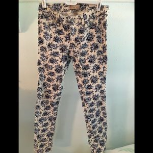 Lightly worn Paige floral jeans-size 26.